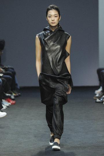 moohong-f005_fashionshow_article_portrait